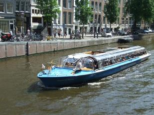 06 Amsterdam W1 Canal & Boat