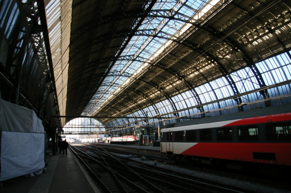 01. Amsterdam Central Track 10-11