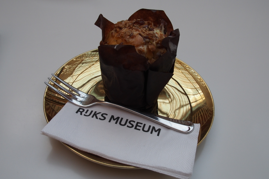A muffin in the Rijksmuseum...